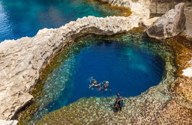 Málta gozo azur ablak