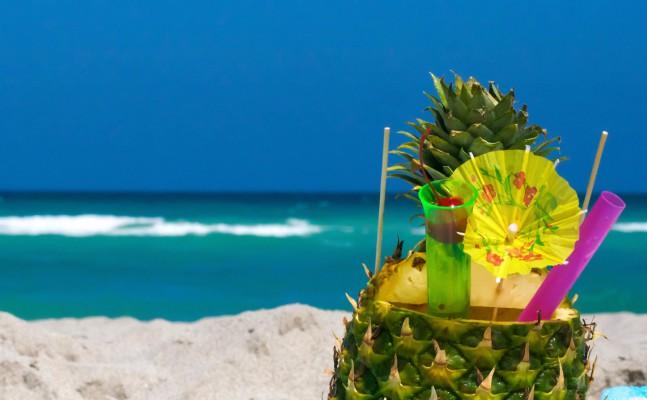 ananász koktél tengerparton