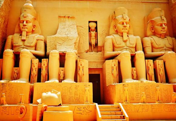 egypt luxor emberszobrok