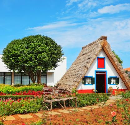 madeira régi színes házikó múzeum